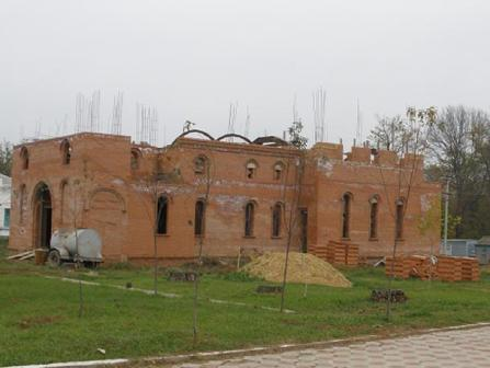 Строится новая церковь в центре станицы